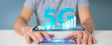Homme d'affaires utilisant le réseau 5G avec le rendu du téléphone portable 3D Photo stock