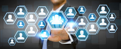 Homme d'affaires utilisant le réseau social Image stock