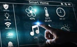 Homme d'affaires utilisant le rendu à la maison futé de l'interface numérique 3D Photos libres de droits
