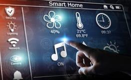Homme d'affaires utilisant le rendu à la maison futé de l'interface numérique 3D Images libres de droits