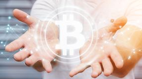 Homme d'affaires utilisant le rendu du cryptocurrency 3D de bitcoins Images libres de droits