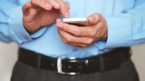 Homme d'affaires utilisant le smartphone banque de vidéos