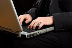 Homme d'affaires utilisant son ordinateur portatif Images stock