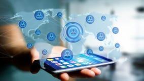 Homme d'affaires utilisant un smartphone avec un réseau au-dessus de W relié Image libre de droits