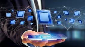 Homme d'affaires utilisant un smartphone avec une puce et un réseau de processeur Images stock