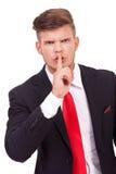 Homme d'affaires vous faisant taire Photo stock