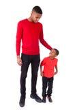 Homme d'afro-américain avec son petit garçon d'isolement sur le backg blanc photos libres de droits