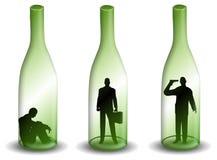 Homme d'alcoolisme dans une bouteille de vin Images stock