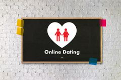 Homme d'amour de match de datation et femme en ligne et un coeur, Internet DA Photographie stock