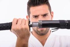 Homme d'arts martiaux avec l'épée Photo libre de droits