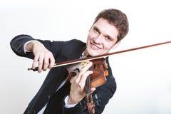 Homme d'homme habillé d'une manière élégante jouant le violon image libre de droits