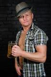 Homme d'Oktoberfest à la barre Photos libres de droits