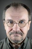 Homme d'une cinquantaine d'années avec les verres, la moustache et la barbe Photo stock