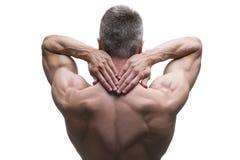 Homme d'une cinquantaine d'années musculaire posant sur le fond blanc, tir d'isolement de studio, vue arrière Photographie stock libre de droits