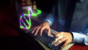 Homme dactylographiant sur le clavier avec l'hologramme de diagramme de crise clips vidéos