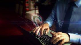 Homme dactylographiant sur le clavier avec l'hologramme de symbole de point d'interrogation clips vidéos