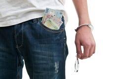 Homme dans des jeans avec des menottes Image stock