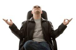 Homme dans des lunettes de soleil Photographie stock libre de droits