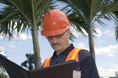 Homme dans l'équipement de construction photo stock