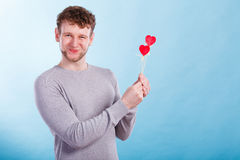 Homme dans l'amour avec des coeurs Photo libre de droits