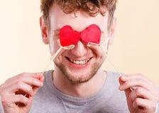 Homme dans l'amour avec des coeurs Photographie stock libre de droits