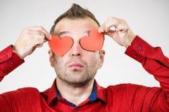 Homme dans l'amour avec des coeurs sur des yeux Image libre de droits