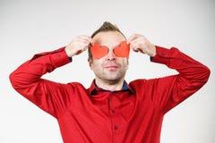 Homme dans l'amour avec des coeurs sur des yeux Images stock