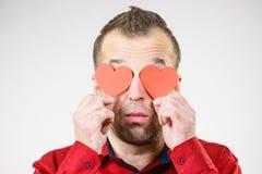 Homme dans l'amour avec des coeurs sur des yeux Image stock