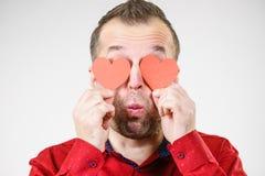 Homme dans l'amour avec des coeurs sur des yeux Photos stock