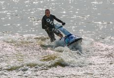 Homme dans l'eau Ski Jet Photos stock