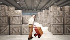 Homme dans l'entrepôt Images stock