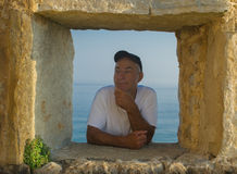 Homme dans l'hublot photos libres de droits