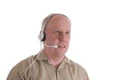 Homme dans la chemise de Brown avec l'écouteur de téléphone Photo stock
