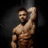 Homme dans la douche Photos stock