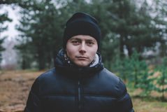 Homme dans la forêt Images stock