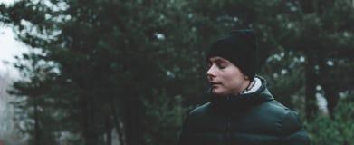 Homme dans la forêt Photographie stock