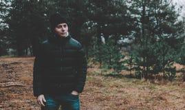 Homme dans la forêt Photo libre de droits