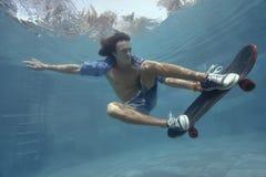 Homme dans la piscine Images stock