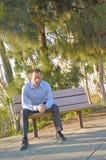 Homme dans la prière sérieuse Photos stock