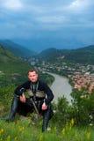 Homme dans la robe nationale géorgienne Photos stock