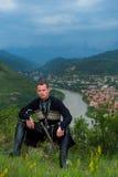 Homme dans la robe nationale géorgienne Images stock