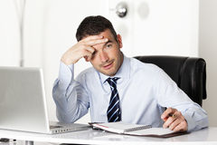 Homme dans le bureau Image stock