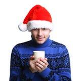 Homme dans le chapeau de Santa avec la cuvette Photographie stock