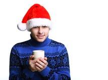 Homme dans le chapeau de Santa avec la cuvette Images stock