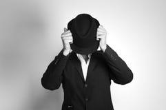 Homme dans le chapeau noir Images stock