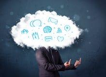 Homme dans le costume avec la tête de nuage et les icônes bleues Photographie stock