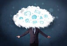 Homme dans le costume avec la tête de nuage et les icônes bleues Photo stock