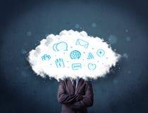 Homme dans le costume avec la tête de nuage et les icônes bleues Photographie stock libre de droits