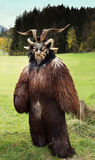 Homme dans le costume de Krampus photo libre de droits