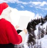 Homme dans le costume du père noël avec la lettre Image libre de droits